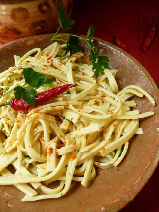 Homemade egg noodles diplomatickitchen for Cuisine hongroise