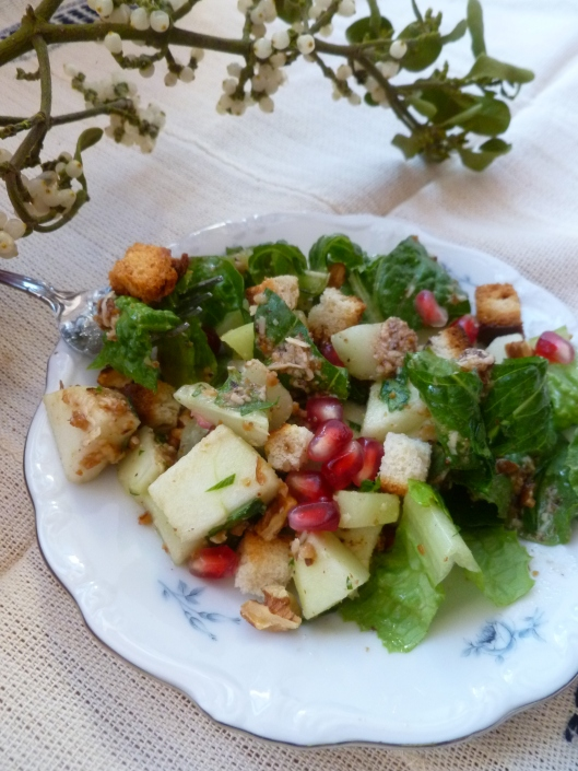 romaineapplecucumberitalianparsley salad with pomegranate seeds 036