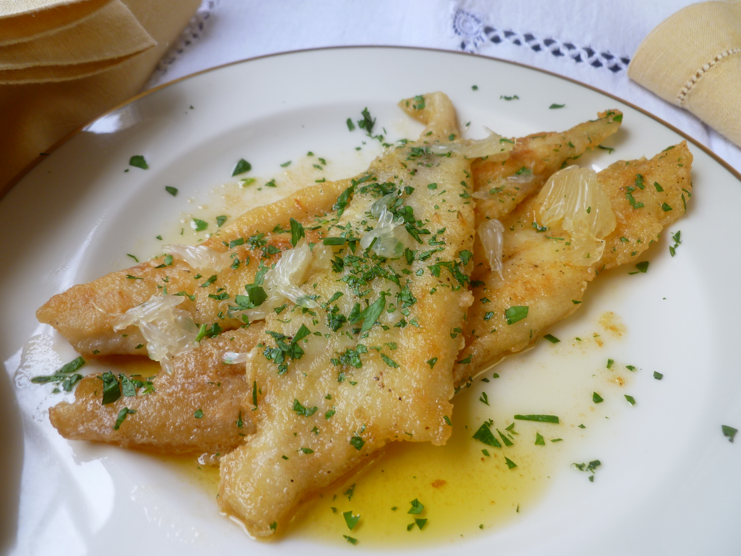 Fillets of sole or flounder with lemon butter sauce for Lemon fish sauce recipe