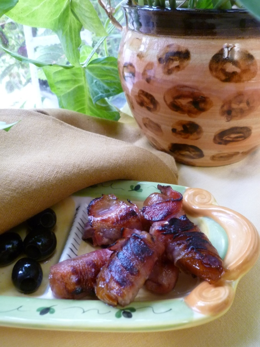 Bacon wrapped medjoul dates 001