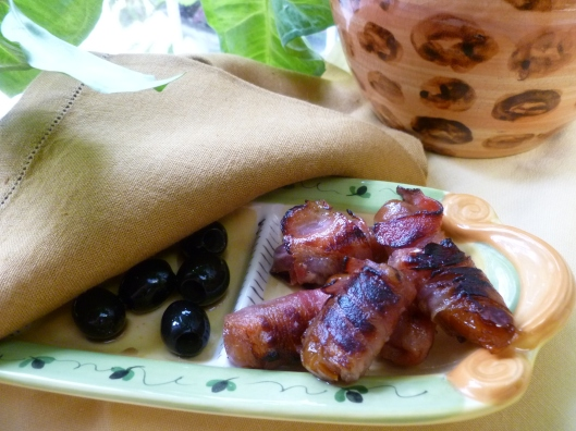 Bacon wrapped medjoul dates 003