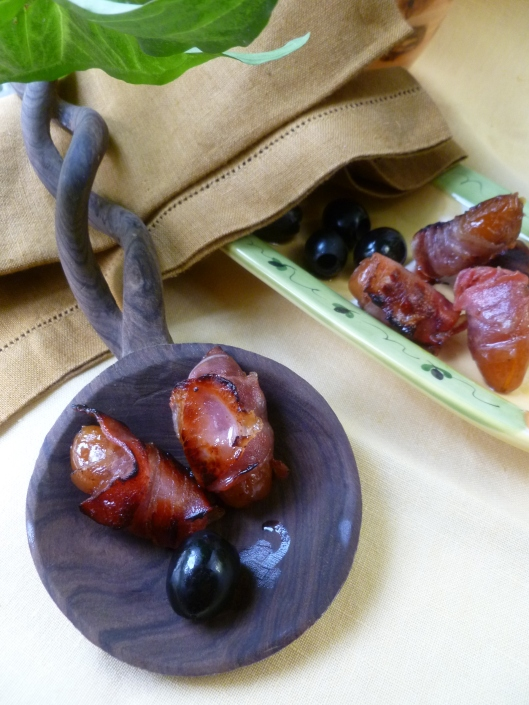 Bacon wrapped medjoul dates 013