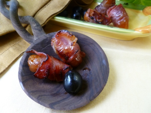 Bacon wrapped medjoul dates 017
