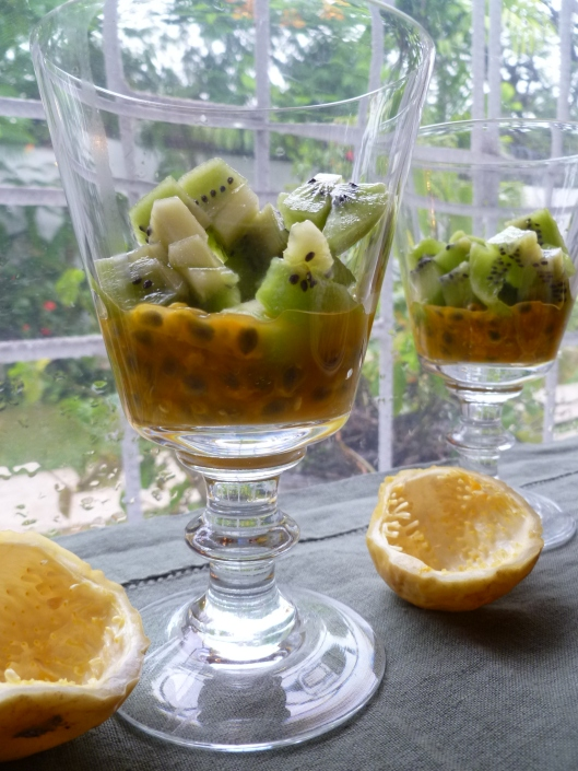 Pasion fruit Kiwi verrines and a mango 014