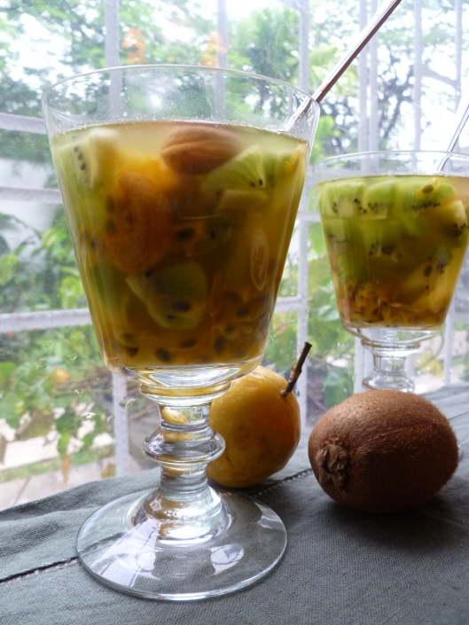 Pasion fruit Kiwi verrines and a mango 033