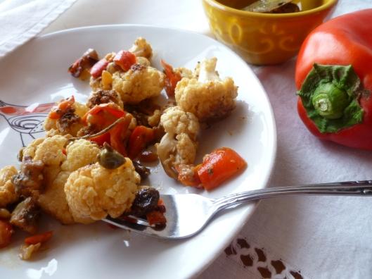 cauliflower with creamcaperspinenutsraisines 009